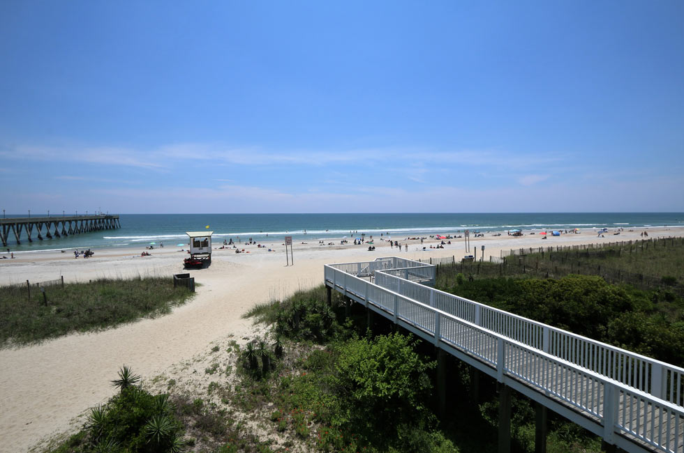 Only a wide beach stands between you and the Atlantic Ocean - Accommodation Wrightsville Beach - North Carolina